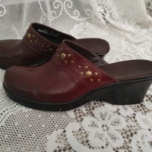 CLARK'S Women's Clogs with gold rivets Size 7M